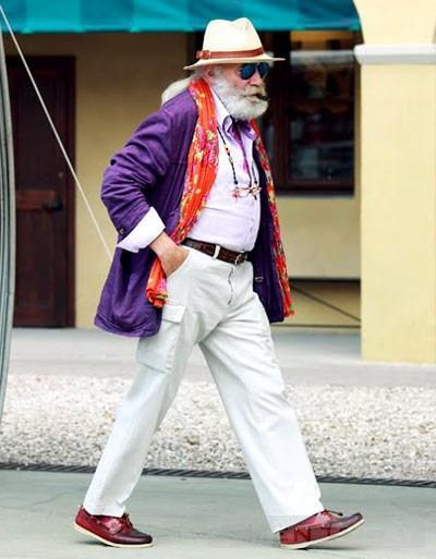 Cụ ông 68 tuổi mặc 'siêu' sắc màu