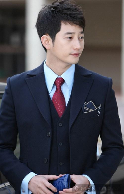 Mặc vest phong cách như Park Shi Hoo