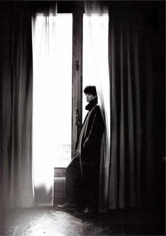 Ngắm vẻ đẹp huyền bí của Kang Dong Won