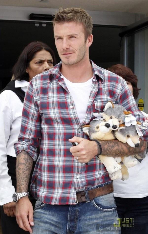Cách phối áo phông trắng của Beckham và Adam Levine 2