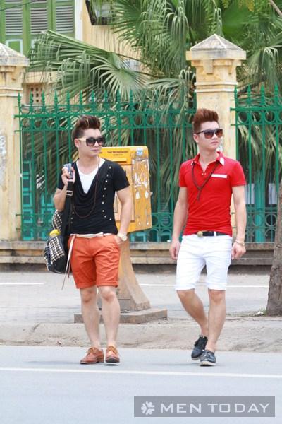 Cách mix đồ nam với quần short và áo thun nhiều màu sắc