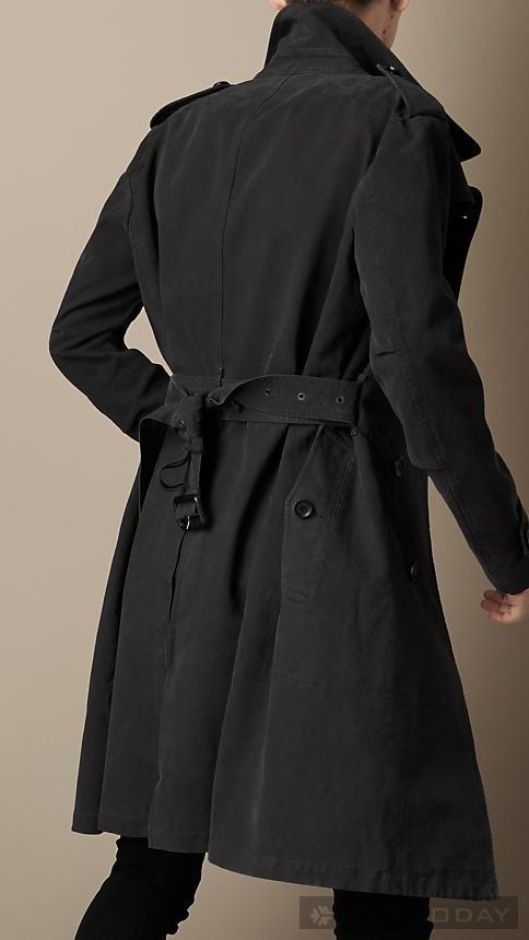 Đón đầu mùa lạnh với trang phục sành điệu từ Burberry