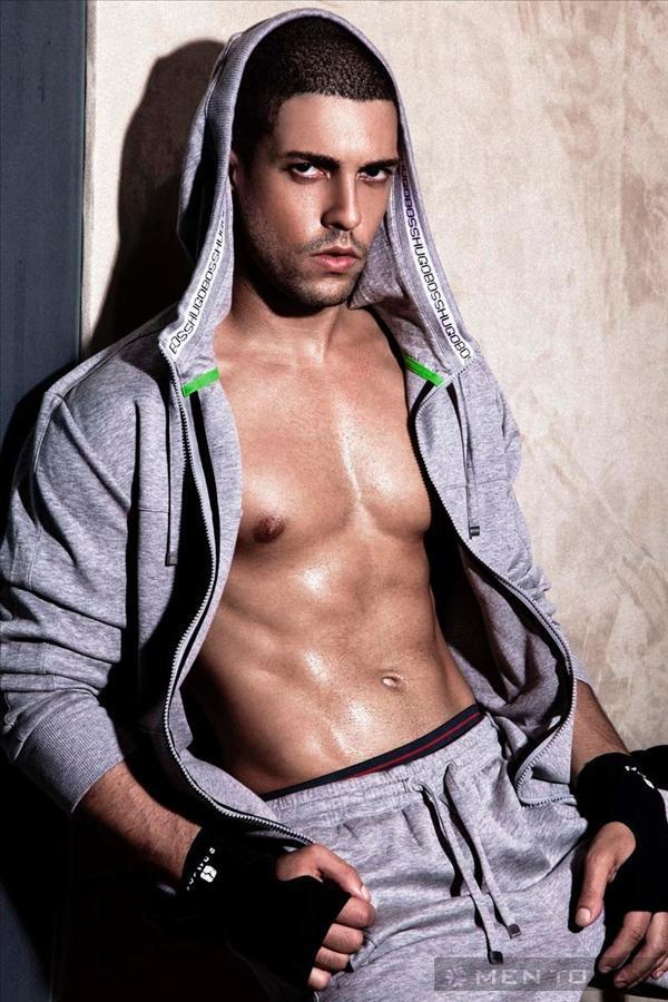 Trang phục phong cách cho chàng yêu thể thao từ Men's Fitness Turkey