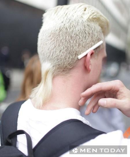 Tóc đuôi dế của một anh chàng da trắng.