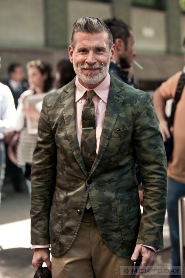 Nick Wooster với phong cách ton sur ton giữa blazer và cravat