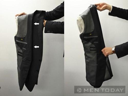 Bước 1: Cách gấp áo vest