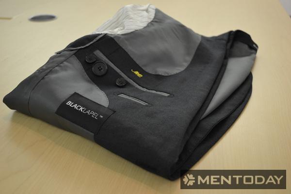 Bước 3: Cách gấp áo vest