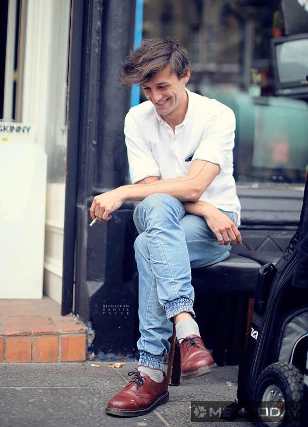 Chàng đơn giản và thoải mái với polo và jeans