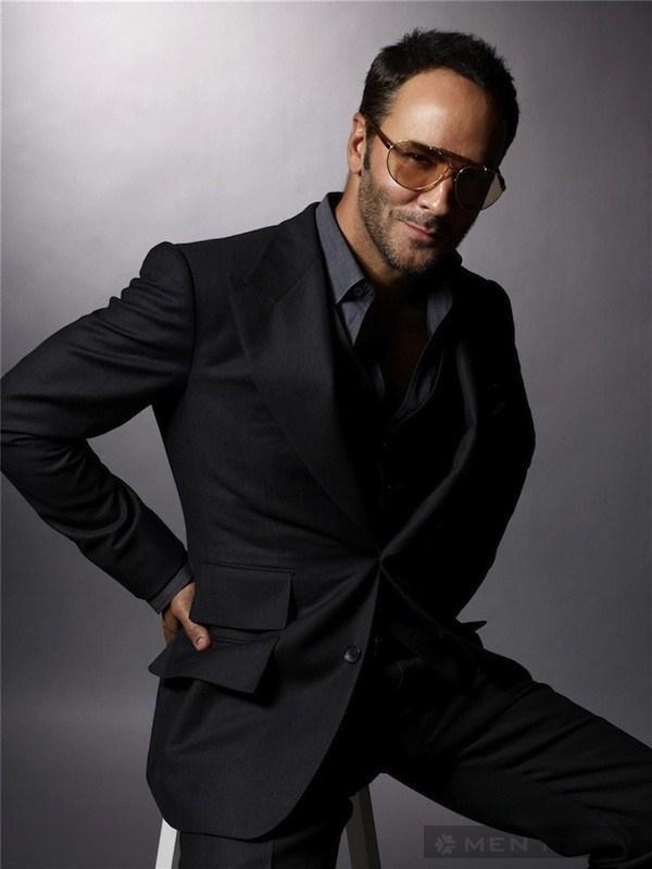Quý ông Tom Ford cuốn hút cùng với suit và kính râm