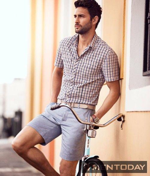 Sơ mi và shorts tạo nên set đồ thanh lịch